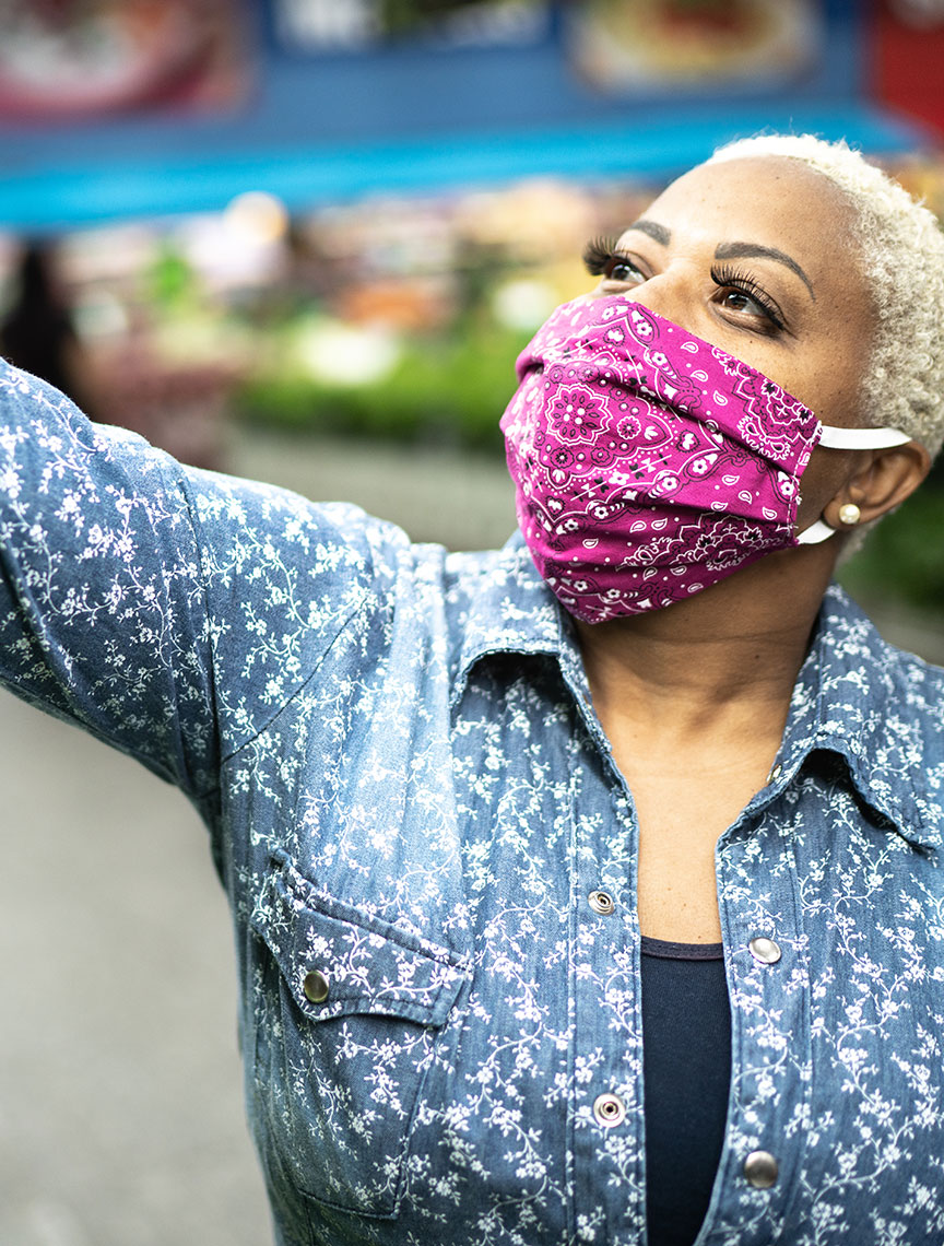 woman wearing a face mask while grocery shopping